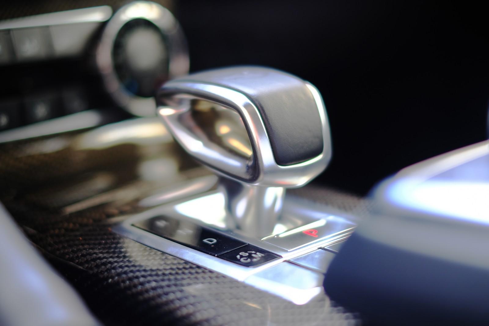 車のシフトレバー