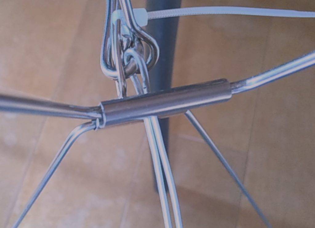 ニトリのステンレスハンガーの壊れを針金で補修の手順1
