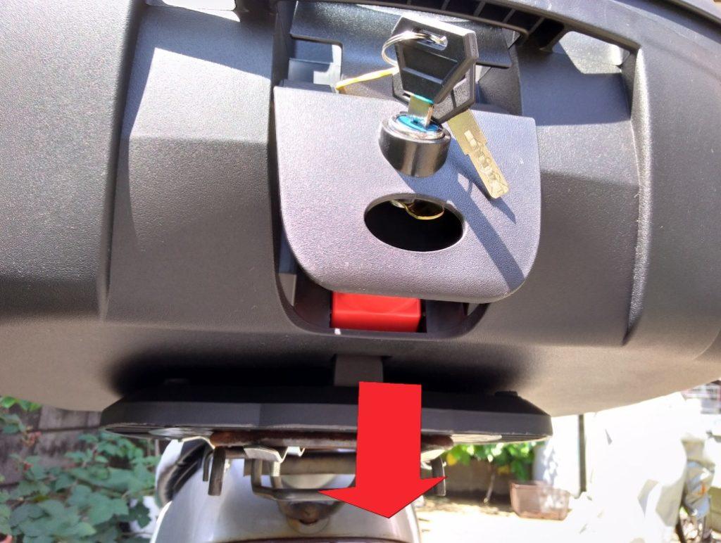 モトボワットのベースに取り付け。ボックスを上から押す