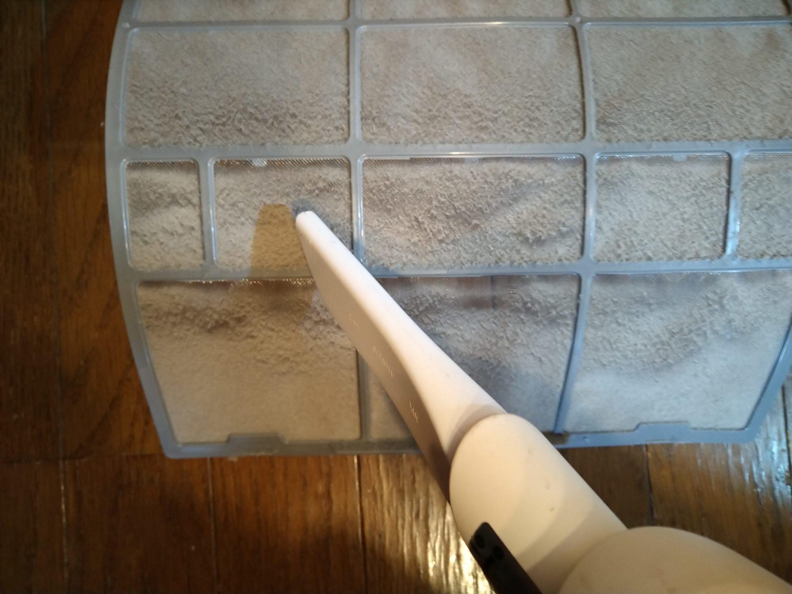 ハイセンスのエアコンのフィルター掃除