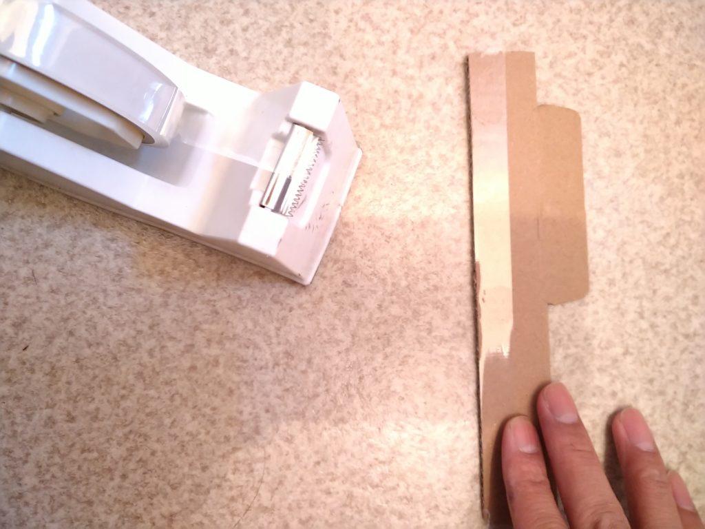 壁紙のはがれ補修の押さえにセロハンテープ