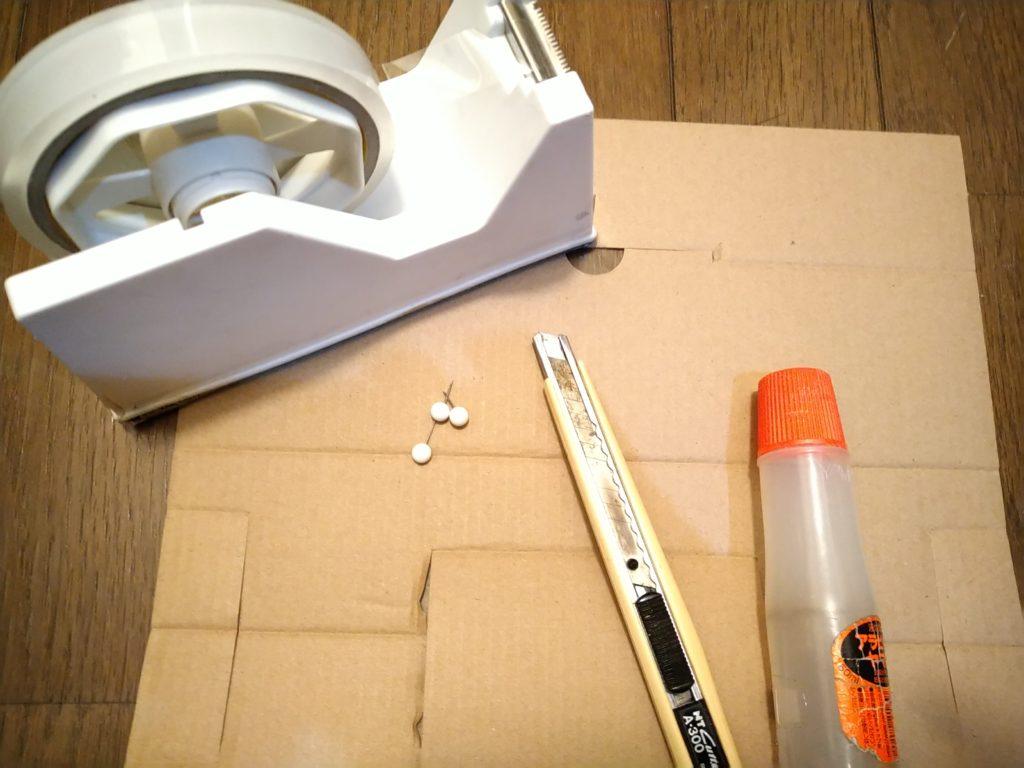 壁紙のはがれ補修の道具