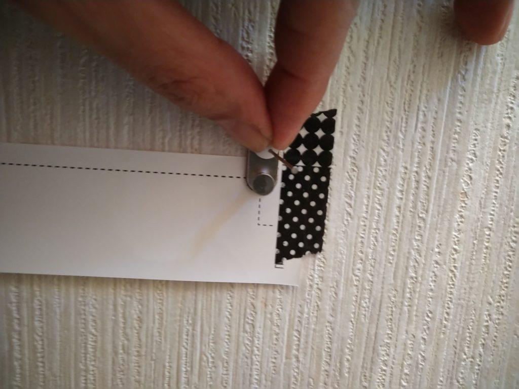 カモメヒーター壁固定金具をピンを使って固定