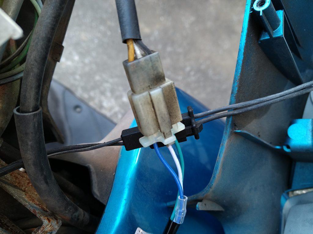 ZZのヘッドライトの本体側とLED側の配線